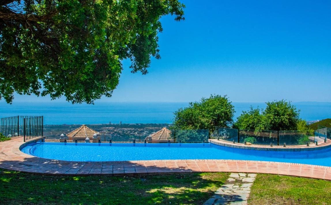 Spectacular Townhouse, south facing, La Mairena, in the hills above Marbella R3910717 5