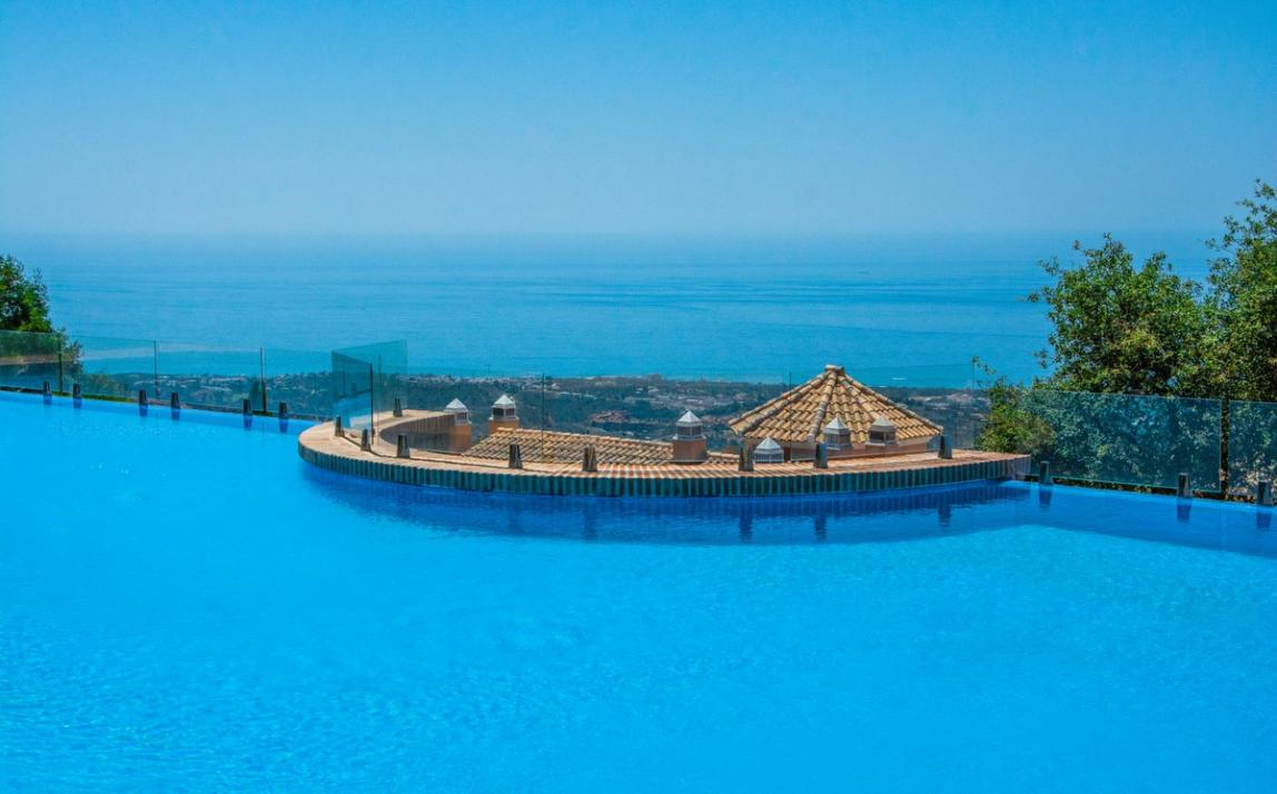 Spectacular Townhouse, south facing, La Mairena, in the hills above Marbella R3910717 10