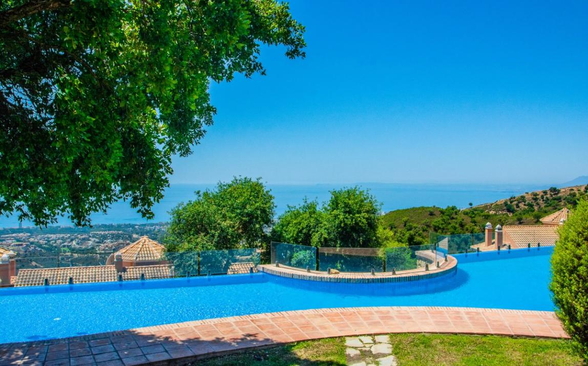 Spectacular Townhouse, south facing, La Mairena, in the hills above Marbella R3910717 24