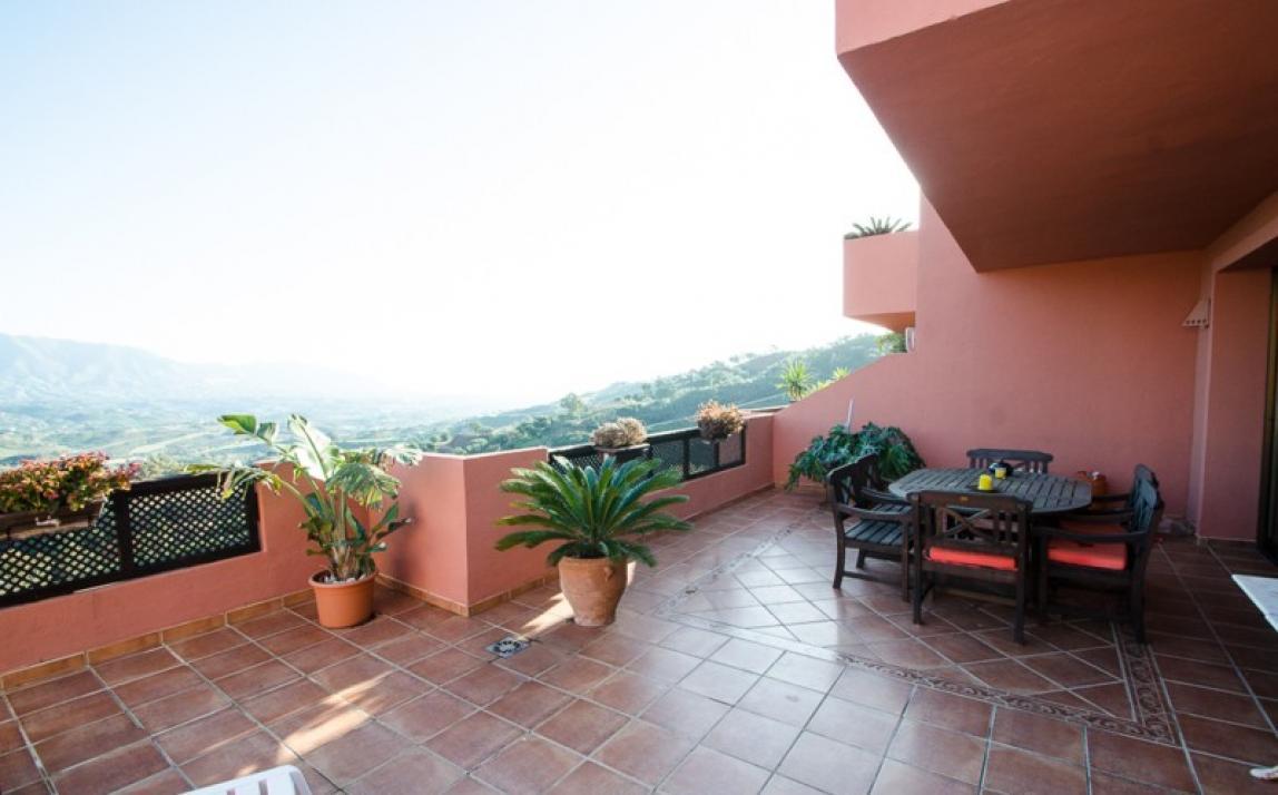 Apartment - Middle Floor, La Mairena Costa del Sol Málaga R3918760 3