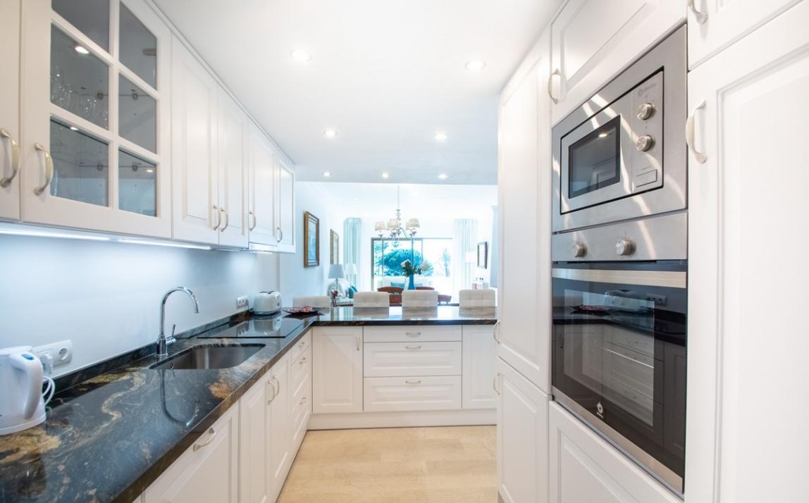 Apartment - Middle Floor, The Golden Mile Costa del Sol Málaga R3785416 11