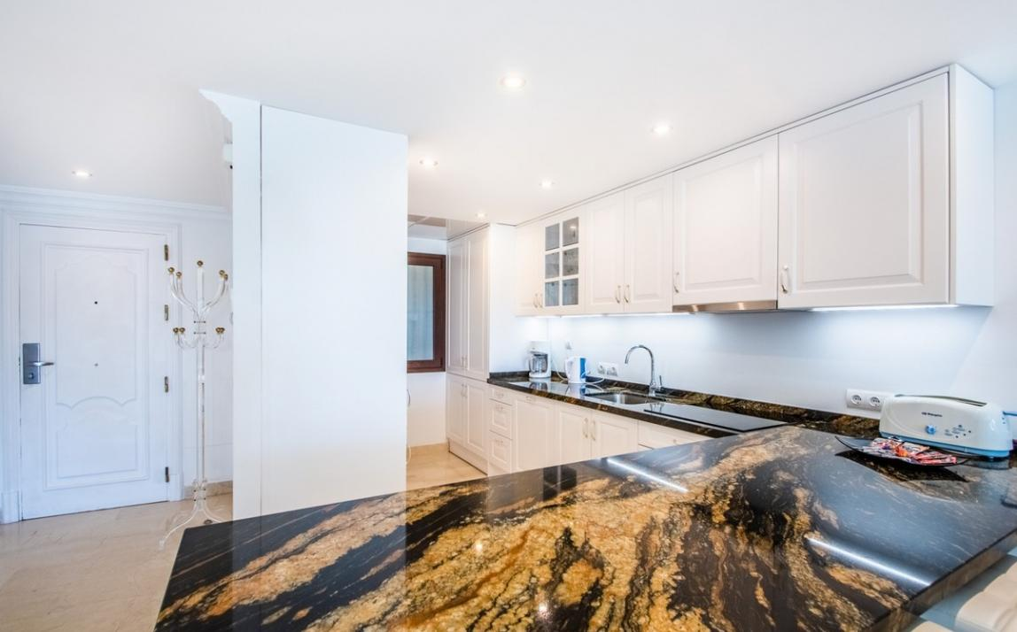 Apartment - Middle Floor, The Golden Mile Costa del Sol Málaga R3785416 13