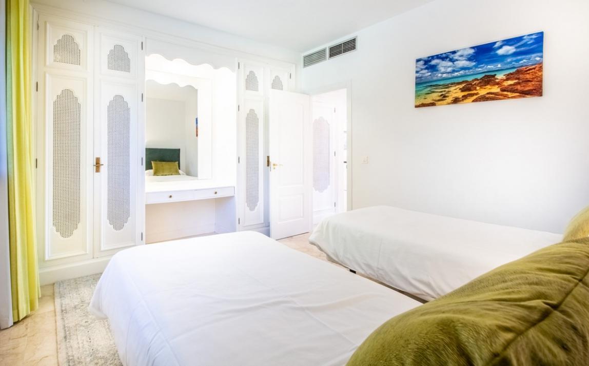 Apartment - Middle Floor, The Golden Mile Costa del Sol Málaga R3785416 15