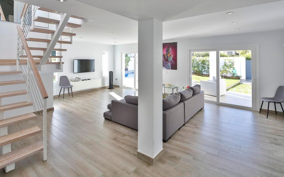 Modern villa for sale The Golden Mile Marbella R3166873 7