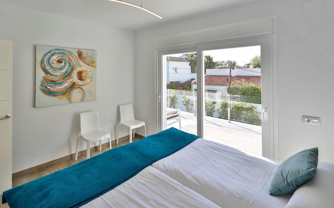Modern villa for sale The Golden Mile Marbella R3166873 15