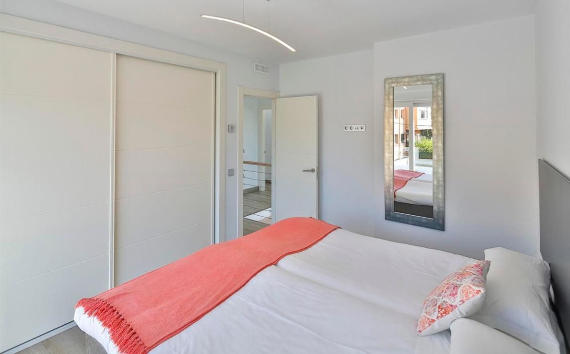 Modern villa for sale The Golden Mile Marbella R3166873 18