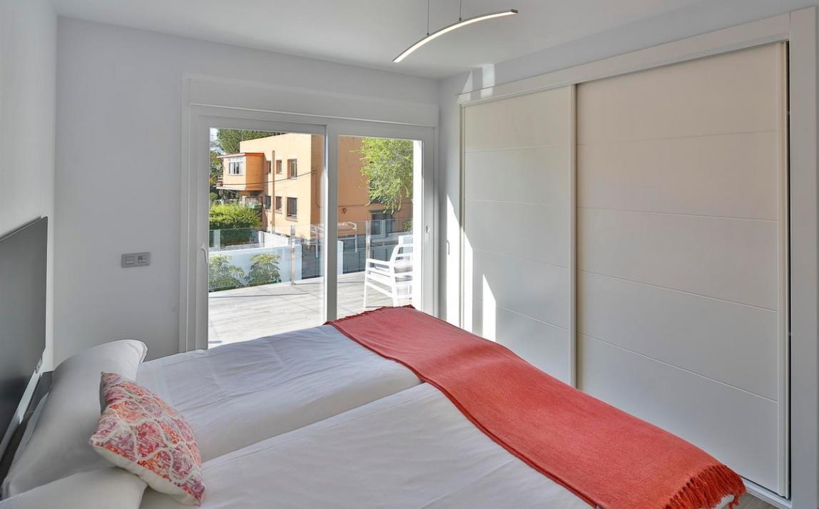 Modern villa for sale The Golden Mile Marbella R3166873 19