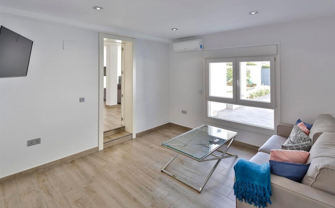 Modern villa for sale The Golden Mile Marbella R3166873 29