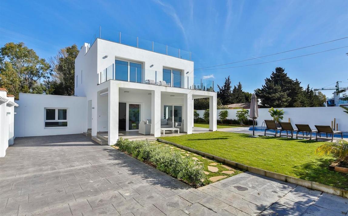 Modern villa for sale The Golden Mile Marbella R3166873 31