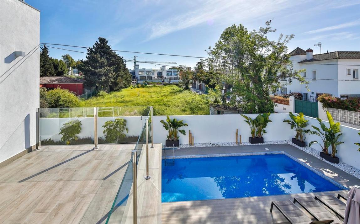 Modern villa for sale The Golden Mile Marbella R3166873 32