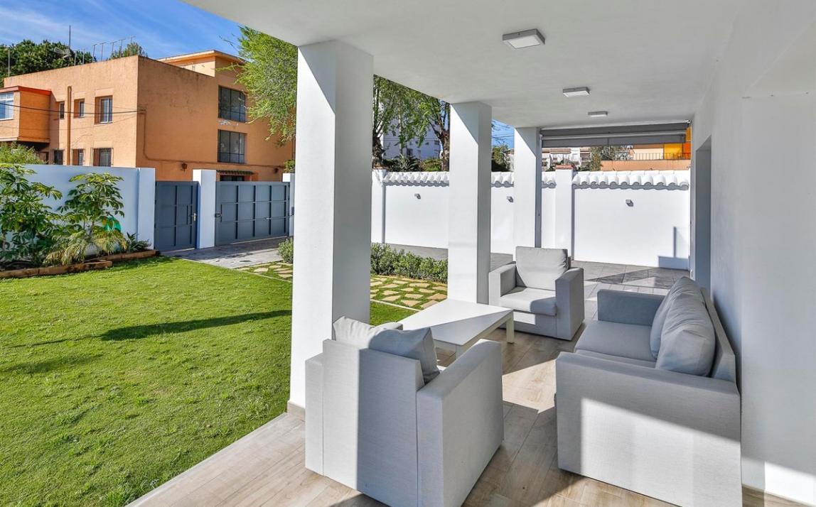 Modern villa for sale The Golden Mile Marbella R3166873 33