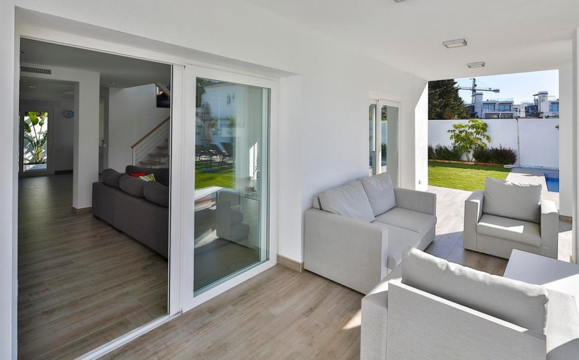 Modern villa for sale The Golden Mile Marbella R3166873 34