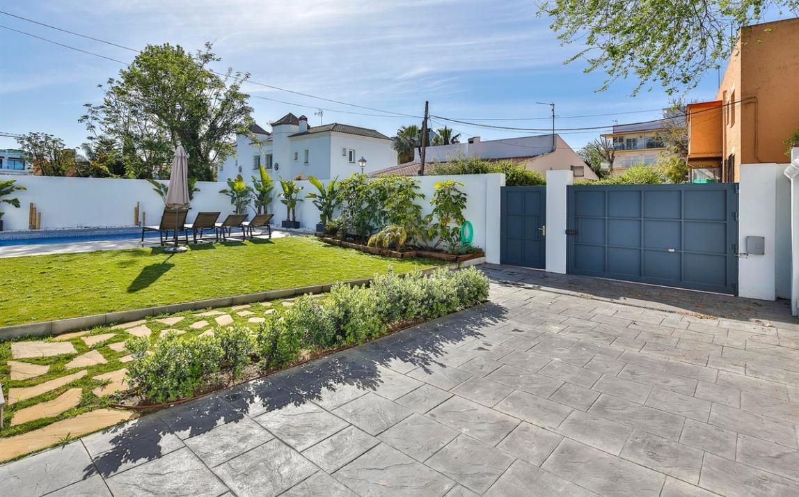 Modern villa for sale The Golden Mile Marbella R3166873 35