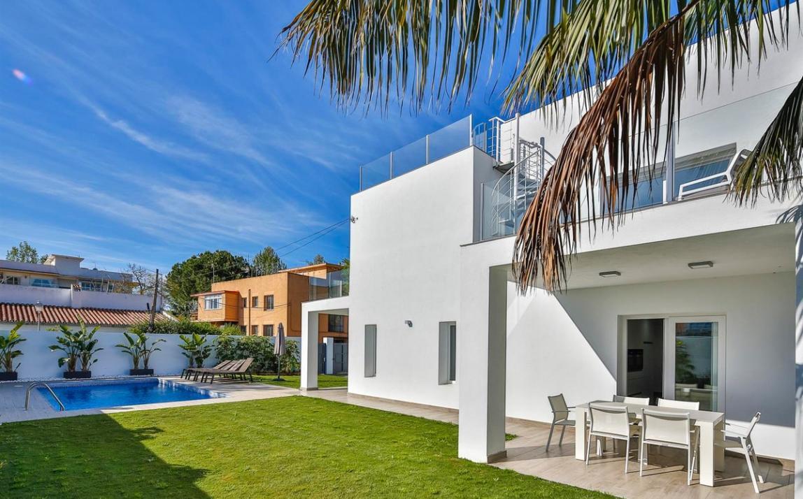 Modern villa for sale The Golden Mile Marbella R3166873 36