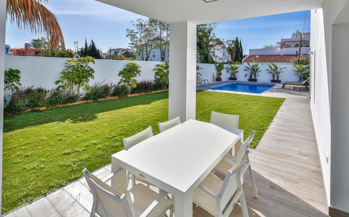 Modern villa for sale The Golden Mile Marbella R3166873 37