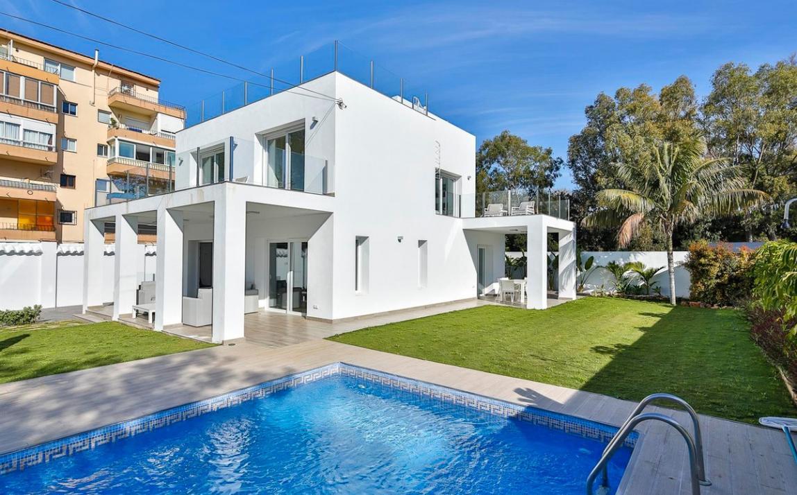 Modern villa for sale The Golden Mile Marbella R3166873 39