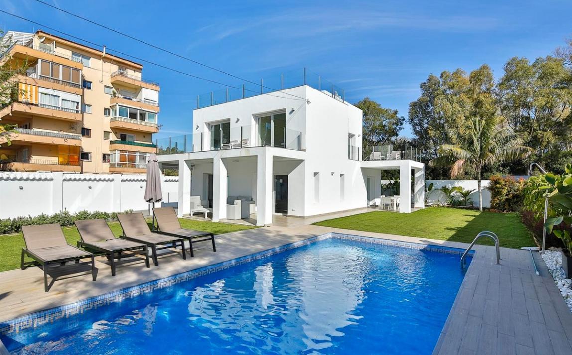 Modern villa for sale The Golden Mile Marbella R3166873 40