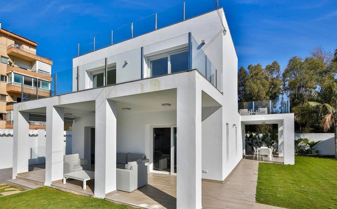 Modern villa for sale The Golden Mile Marbella R3166873 41