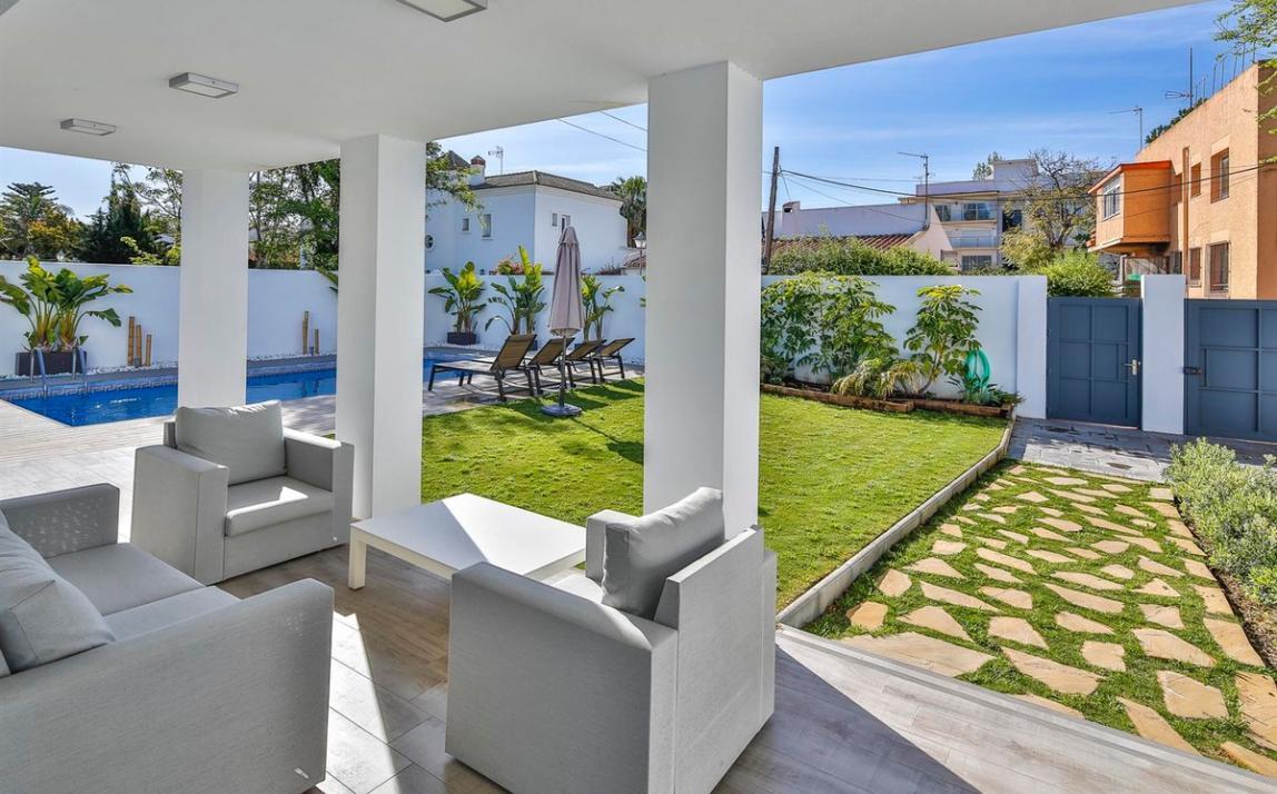 Modern villa for sale The Golden Mile Marbella R3166873 42