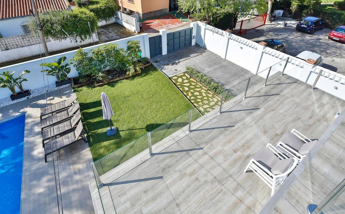 Modern villa for sale The Golden Mile Marbella R3166873 43