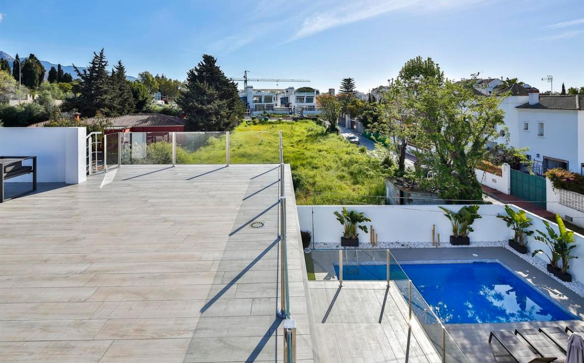 Modern villa for sale The Golden Mile Marbella R3166873 44