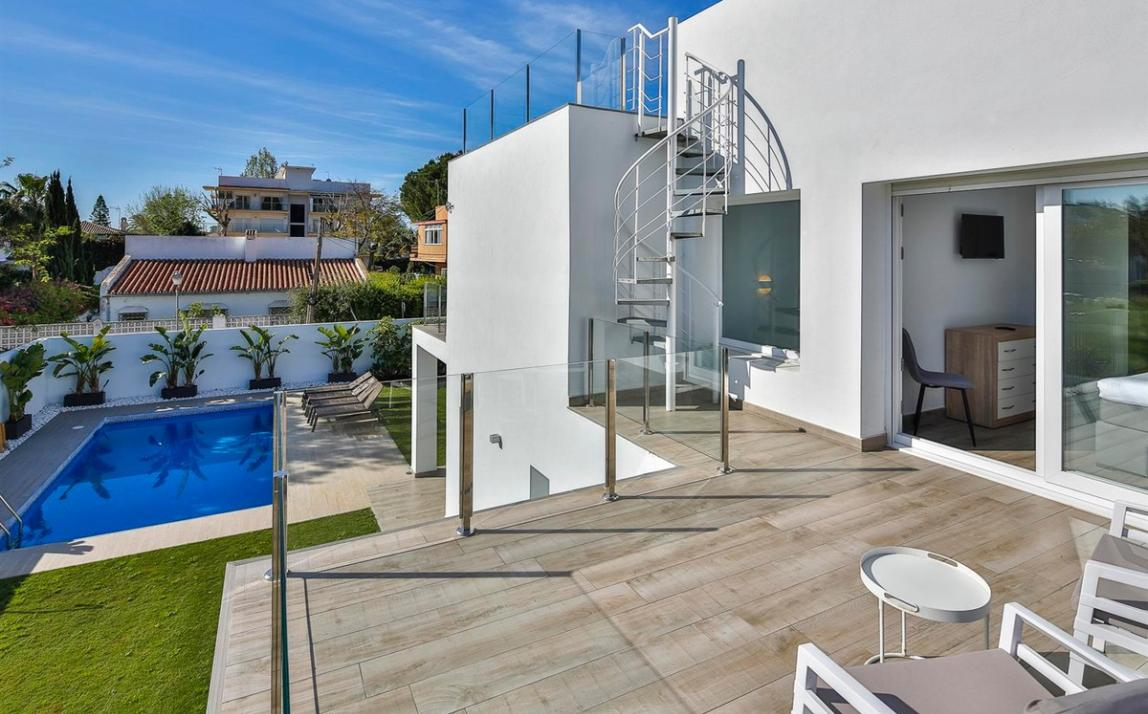 Modern villa for sale The Golden Mile Marbella R3166873 47