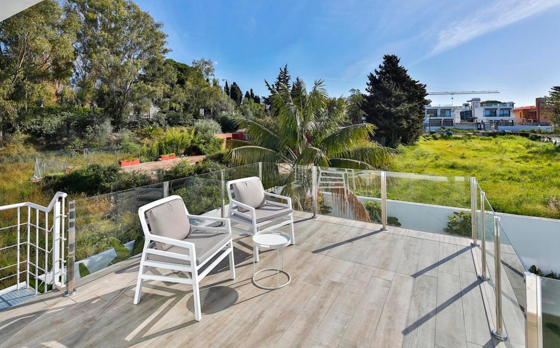 Modern villa for sale The Golden Mile Marbella R3166873 49